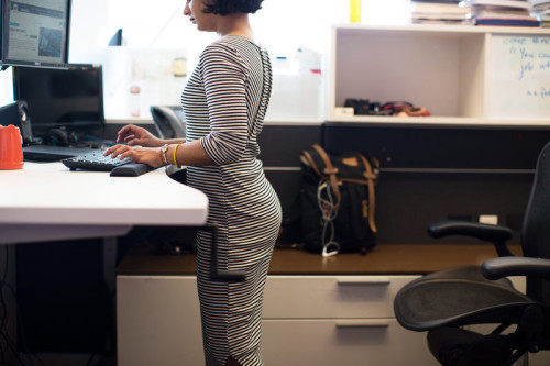 standing-desk-1_custom-831ff339dc192750349211da31eac3aabcf788c6-s800-c85